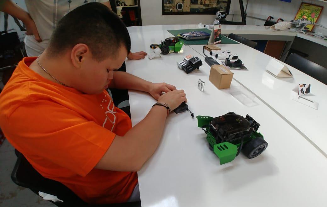 Oscar y su rol en Robotics Labs